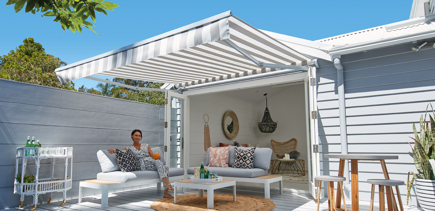 Lux Folding arm awning